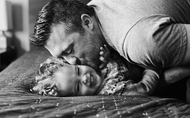 """Δείτε μέσα από παραδείγματα πως είναι να είσαι """"συναισθηματικά ενεργός"""" πατέρας στη ζωή των παιδιών σου"""