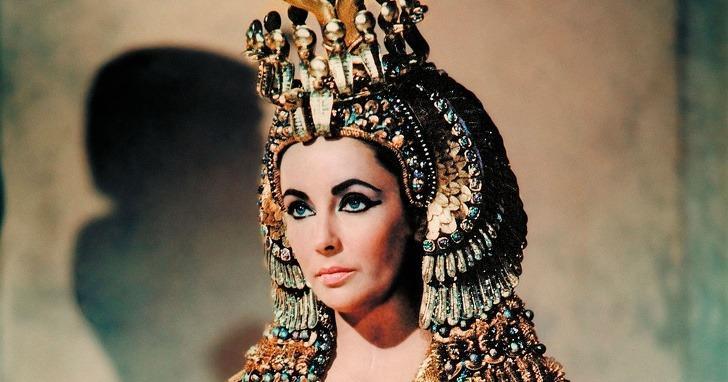 1963: Cleopatra