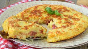 Λαχταριστή Πατατοβόμβα στο τηγάνι με αλλαντικά και τυρί
