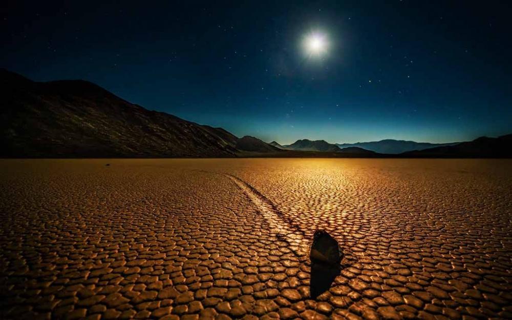 Οι κινούμενες πέτρες στην Κοιλάδα του Θανάτου