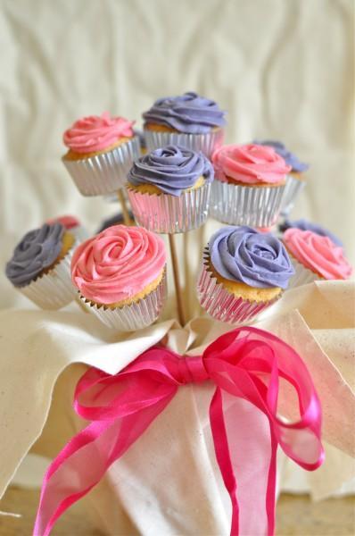 Μπουκέτο από cupcakes τριαντάφυλλα! Η τέλεια ιδέα για το παιδικό πάρτι και τη βάφτιση