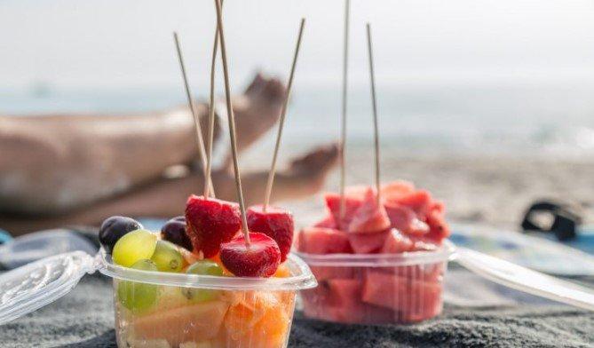 Έξυπνα κόλπα για να παίρνεις το φαγητό μαζί στην παραλία! Θα σας σώσουν!
