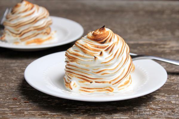 Cup cakes με παγωτό και σαντιγί στο...καμινέτο!