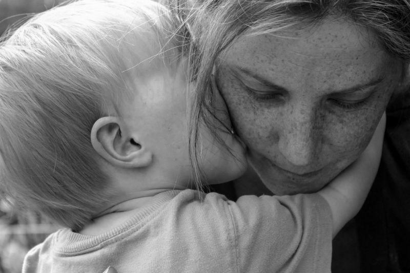 """Για όλες τις μητέρες """"Εσύ, φίλη μου που περπατάς το μονοπάτι της μητρότητας, αξίζεις."""""""