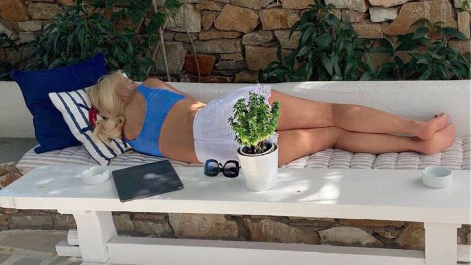 Ο ύπνος της Ελένης Μενεγάκη προκάλεσε αντιδράσεις: Η οργισμένη απάντησή της