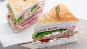 Το τέλειο κολατσιό για τα παιδιά!Ελαφρύ club Sandwich με φιλαδέλφια