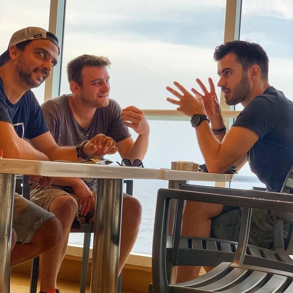 Στη Νάξο Τσιμιτσέλης-Γερονικολού: Διακοπές ή δουλειά; Ή μήπως και τα δύο;
