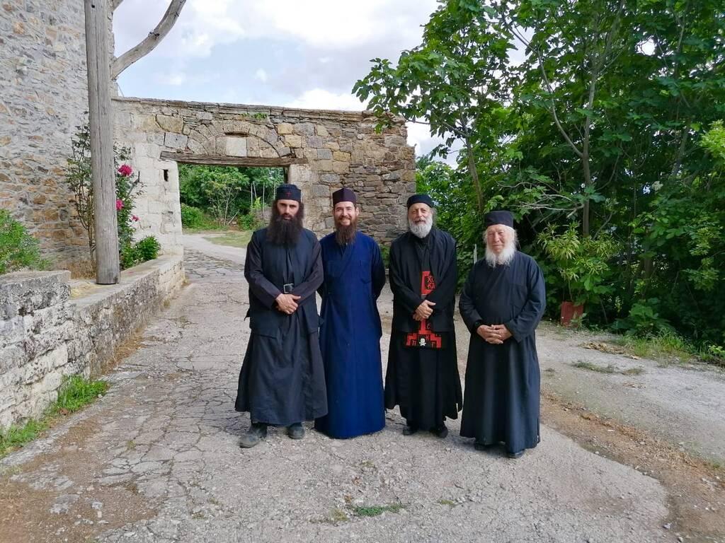 Ο Άνθιμος Ανανιάδης έγινε… μοναχός και έχει και μούσι!