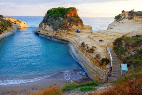 Κανάλι της Αγάπης: Η παραλία του Ιονίου με τον υπέροχο μύθο -Αν κολυμπήσεις εκεί θα βρεις τον έρωτα της ζωής σου