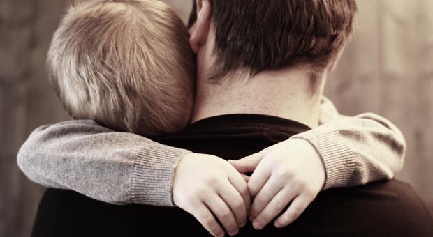 Αν έχεις τέτοιο μπαμπά, τον σφίγγεις πάνω σου σαν πολύτιμο φυλαχτό και παρακαλείς το Θεό να τον προσέχει…