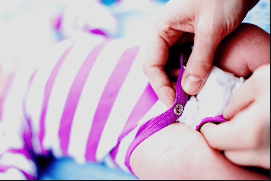 Πως είναι οι κενώσεις ενός υγιούς νεογνού; Πλήρης οδηγός για τις μανούλες από τον παιδίατρο Σπ. Μαζάνη