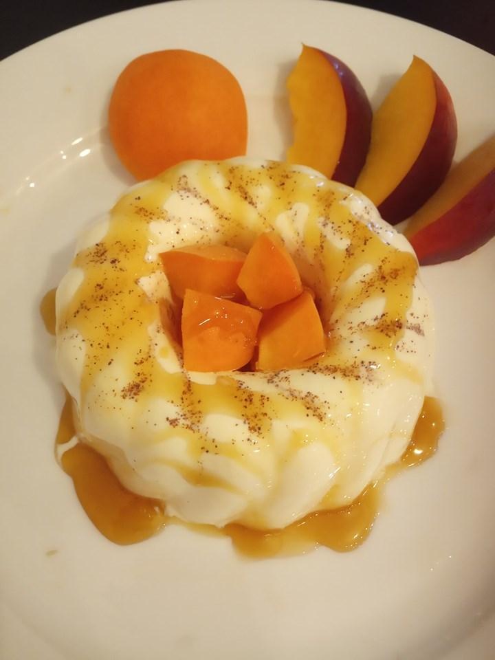 Απολαύστε Ελαφριά, σπιτική πανακότα με φρούτα εποχής