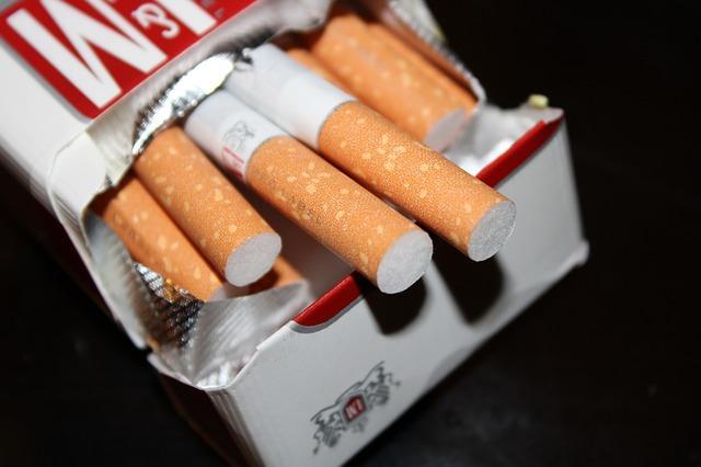 Τέλος το τσιγάρο στους δημόσιους χώρους: Πού απαγορεύεται το κάπνισμα και τα πρόστιμα που επιβάλλονται