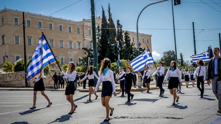 Μαθητικές παρελάσεις: Τι αλλάζει στον τρόπο που θα επιλέγονται οι σημαιοφόροι;