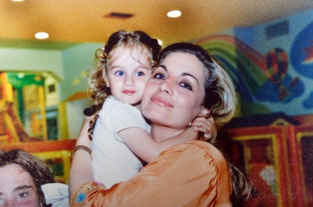 Μαρία Βοσκοπούλου: Η κόρης της Άντζελας Γκερέκου, έγινε μία γλυκύτατη δεσποινίδα και μοιάζει στη μαμά της