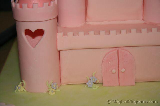 Πώς να φτιάξουμε βήμα-βήμα μία εκπληκτική τούρτα κάστρο της Disney!