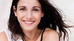 «8 λέξεις»: Η ιστορία της νέας πρωταγωνίστριας του Ανδρέα Γεωργίου θα σε συγκινήσει