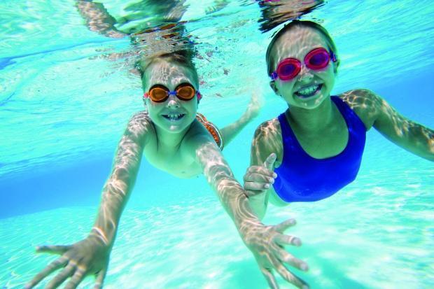 Ποια είναι η κατάλληλη ηλικία για να κολυμπούν τα παιδιά μόνα τους;