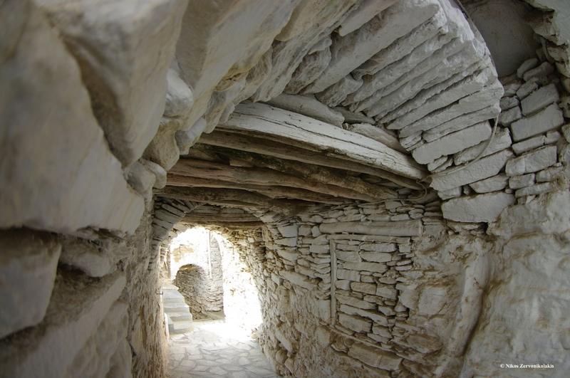 Μοναδική ομορφιά! Το ελληνικό χωριό λαβύρινθος χωρίς πλατείες βρίσκεται στις Κυκλάδες!