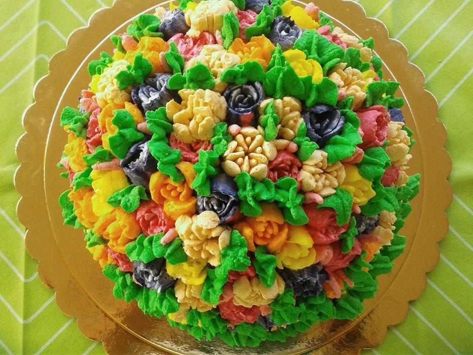 Τούρτα καραμέλας σε σχήμα λουλουδιών