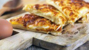 Εύκολη τυρόπιτα στο τηγάνι μέσα σε ελάχιστα λεπτά / Συνταγή της Ελένης Ψυχούλη