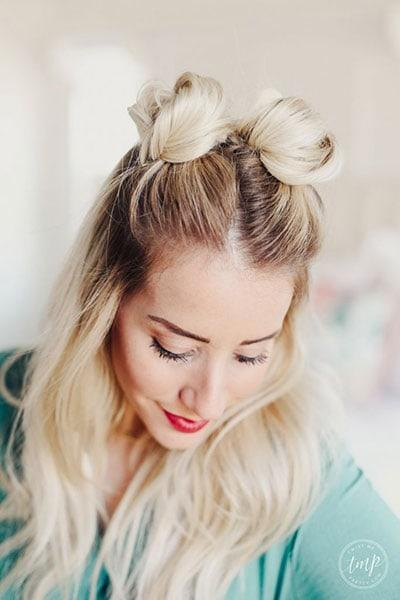 Space buns: Πως να κάνεις κεφτεδάκια στα μαλλιά και όλες οι trendy παραλλαγές