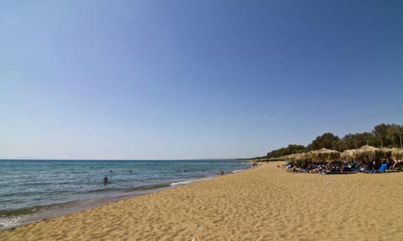 Ποια Μύκονος; Δείτε το μέρος της Πελοποννήσου που συνδυάζει ειδυλλιακές παραλίες και νυχτερινή ζωή!