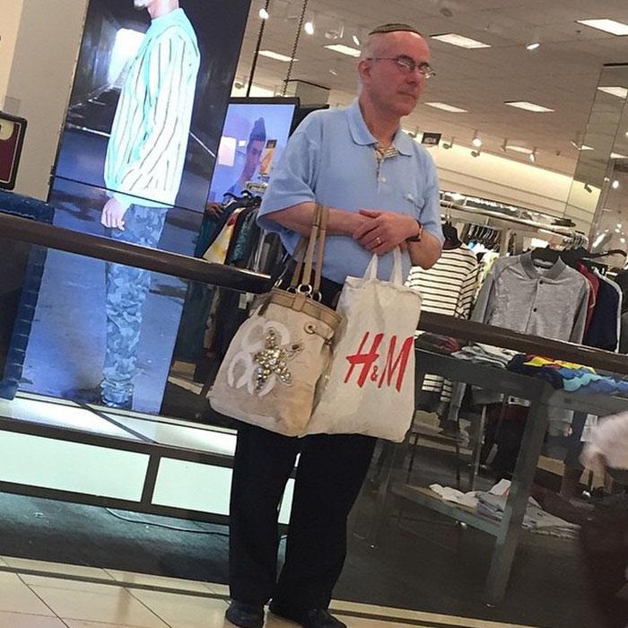 Με την σύζυγο για ψώνια: 20 ξεκαρδιστικές φωτογραφίες με απελπισμένους άντρες σε απόγνωση. Θα κλάψετε!