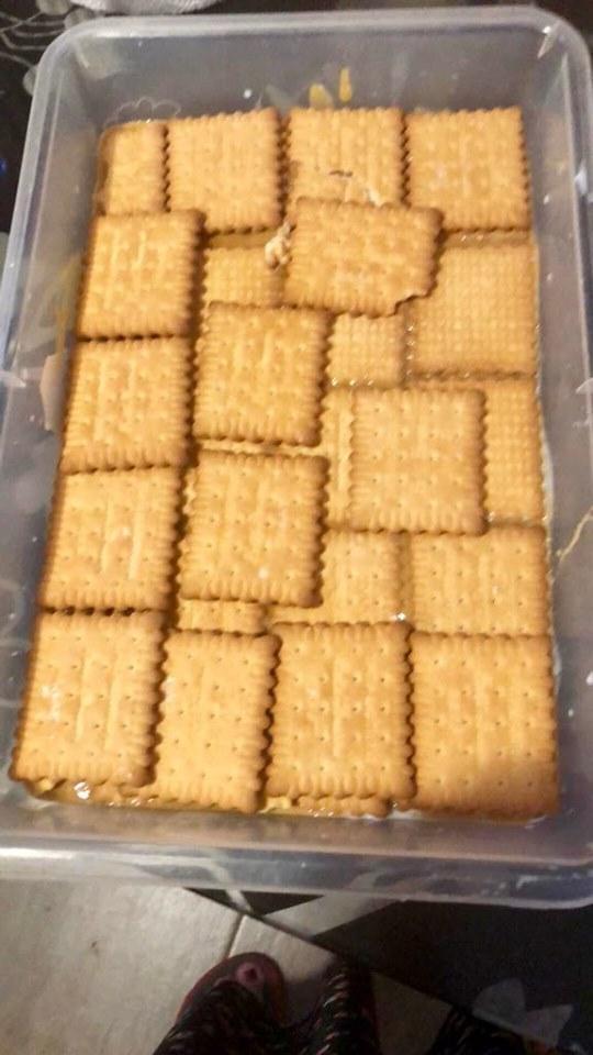 Γλυκάκι ψυγείου με κρέμες μπισκότα και καραμέλα!