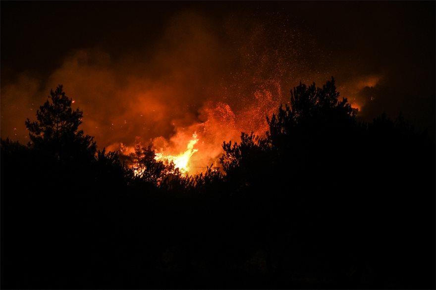 Φωτιά στην Εύβοια: Μεγάλη αγωνία για την κατεύθυνση της φωτιάς! Τι φοβούνται για τους ανέμους. Μάχη με τις φλόγες όλες οι δυνάμεις