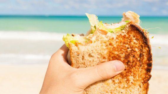 Το πιο έξυπνο κόλπο για να έχεις πάντα ζεστό και φρέσκο το τοστάκι σου στην παραλία!
