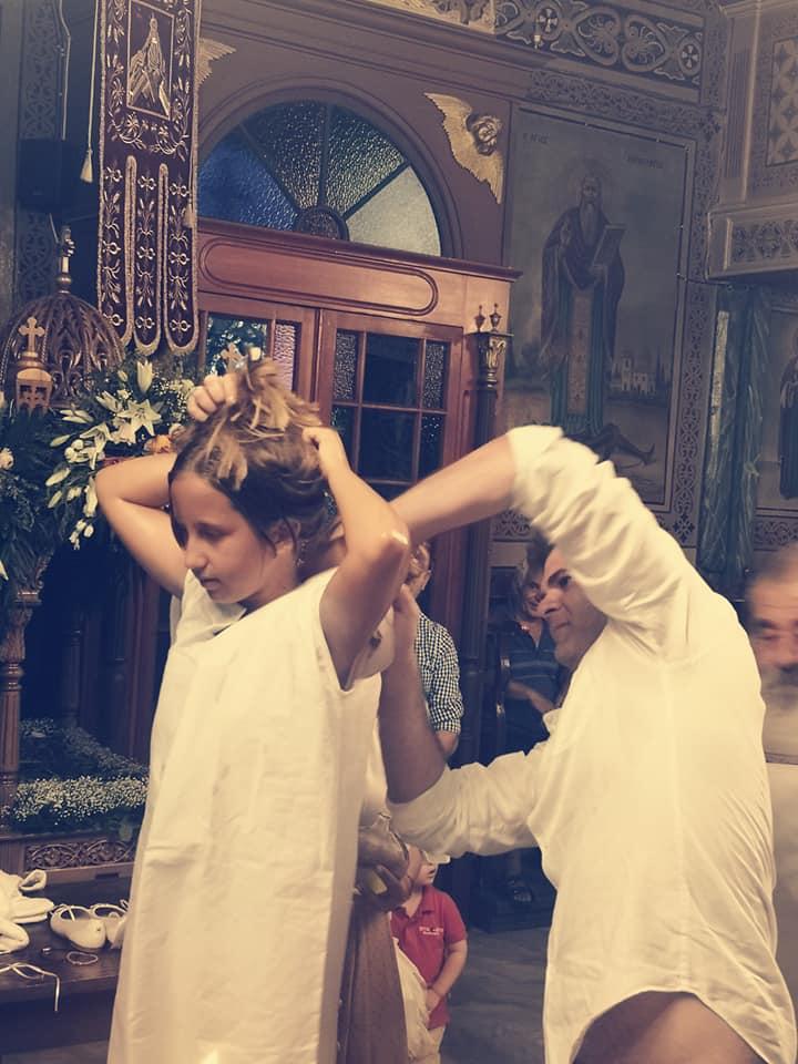 Φωτεινή Ψυχίδου - Μπάμπης Στόκας: Δείτε φωτογραφίες από την βάφτιση της 9χρονης kόρης τους!