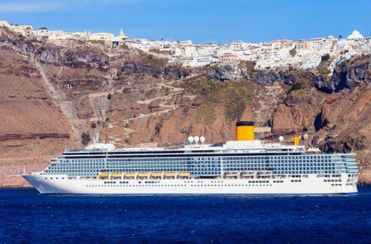 Η Σαντορίνη εκπέμπει SOS: Η ανατριχιαστική φωτό από το λιμάνι που δείχνει ότι ο υπερτουρισμός βουλιάζει το νησί (εικόνα)