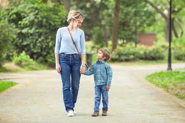 6+1 φράσεις που συμβάλουν να μεγαλώσουμε το γιo μας με αυτοπεποίθηση!
