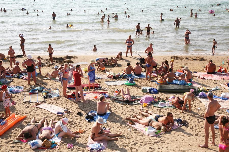 Ανυπόφορα τα Κυριακάτικα μπάνια στην Αττική! Δείτε και τα 10 γιατί...