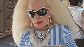 Τα πιο εκκεντρικά looks των Ελληνίδων θα τα βρεις σε αυτό το χιουμοριστικό προφίλ στο Instagram (εικόνες)