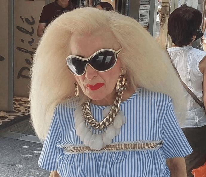 Τα πιο εκκεντρικά looks των Ελληνίδων θα τα βρεις σε αυτό το χιουμοριστικό προφίλ στο Instagram (εικόνες) προλ