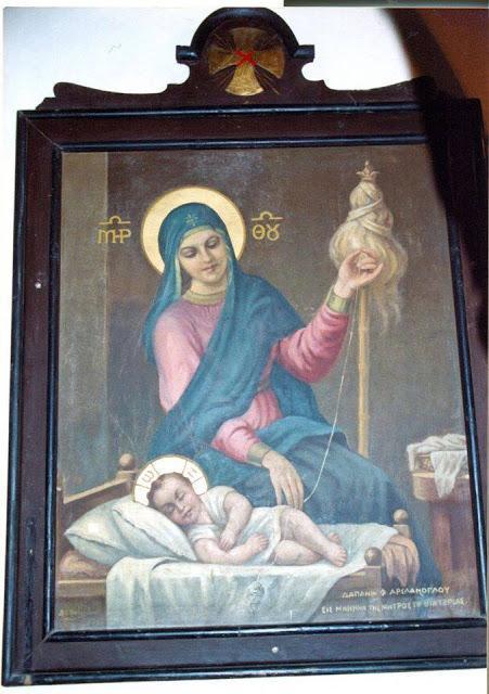 σπάνια εικόνα της Παναγίας Μητέρας του Κυρίου να Τον κανακεύει σαν μωρό και να γνέθει για να Του πλέξει ρουχαλάκια.