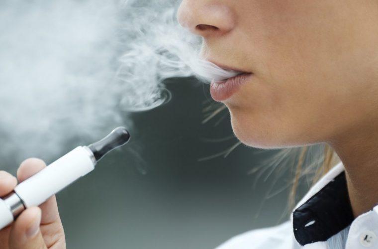 Ηλεκτρονικό τσιγάρο: Μυστηριώδης ασθένεια «θερίζει» τους ατμιστές