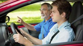 Δίπλωμα οδήγησης αυτοκινήτου σε εφήβους; Τι λέει ο νόμος;