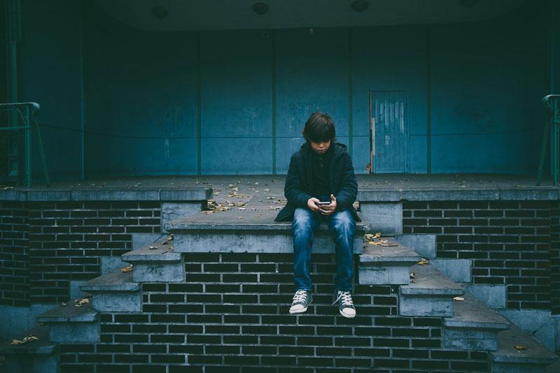 Τι είναι η συναισθηματική ορφάνια και πως επηρεάζονται τα παιδιά στην ενήλικη ζωή τους;