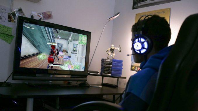 Αρχίζουν τα σχολεια :Πως θα απεξαρτηθεί το παιδί από το Fortnite