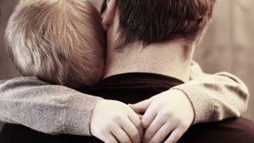 """""""Γιατί έφυγε η μαμά; Ήμουν κακό παιδί;""""-Αυτός ο πατέρας έχασε τη γυναίκα του και μεγαλώνει μόνος το παδί τους: Δεν αντέχεις να μη δακρύσεις"""