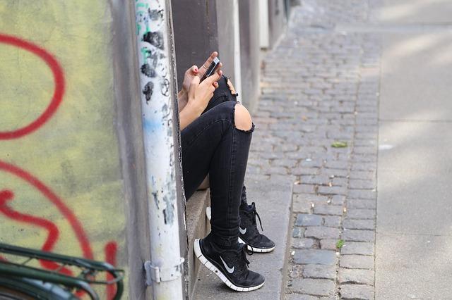 """""""Η κόρη μου είναι όλη μέρα στο κινητό και παραμελεί τα μαθήματά της""""- Πολύτιμες συμβουλές αντιμετώπισης προς τους γονείς"""