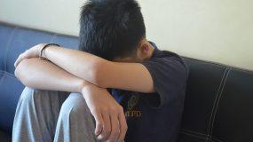 Ο Εφήβος γιος μου δεν θέλει να τον αγκαλιάζω και να τον φιλάω. Πως να το  διαχειριστώ