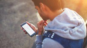 Εντόπισες ακατάλληλο υλικό στο κινητό του παιδιού; Πως να το χειριστείς σύμφωνα με τη Δρ Ε. Αλεβίζου