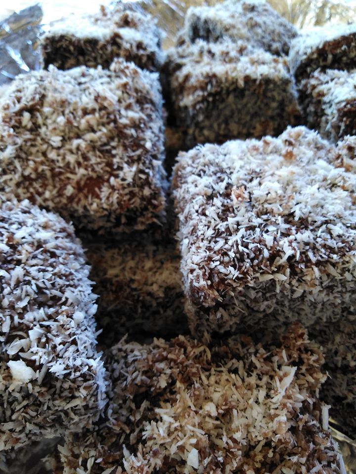 Λαχταριστό κέικ με σιρόπι σοκολάτας και ινδοκάρυδο!