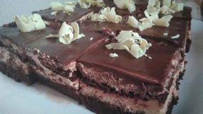 Υπέροχη τούρτα σοκολατίνα που γίνεται και παστάκια για κέρασμα!