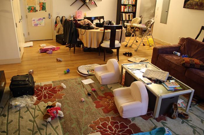 Όταν ο άντρας αναλαμβάνει δουλειές του σπιτιού: 9 Λόγοι για να μην τους ξαναφήσεις ΠΟΤΈ μόνους!