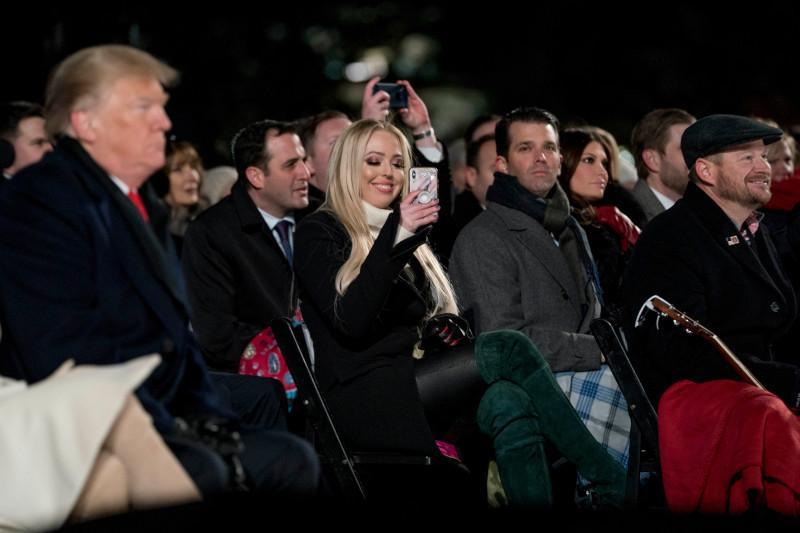 Γιατί ο Τραμπ δεν φωτογραφίζεται με την μικρή του κόρη -Το προσβλητικό του σχόλιο για την Τίφανι